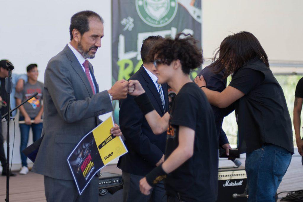 Entregan premios a talento universitario de la BUAP
