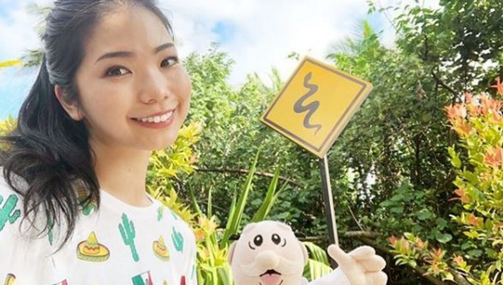 Japonesa y su peluche de Dr. Simi recorren juntos el mundo