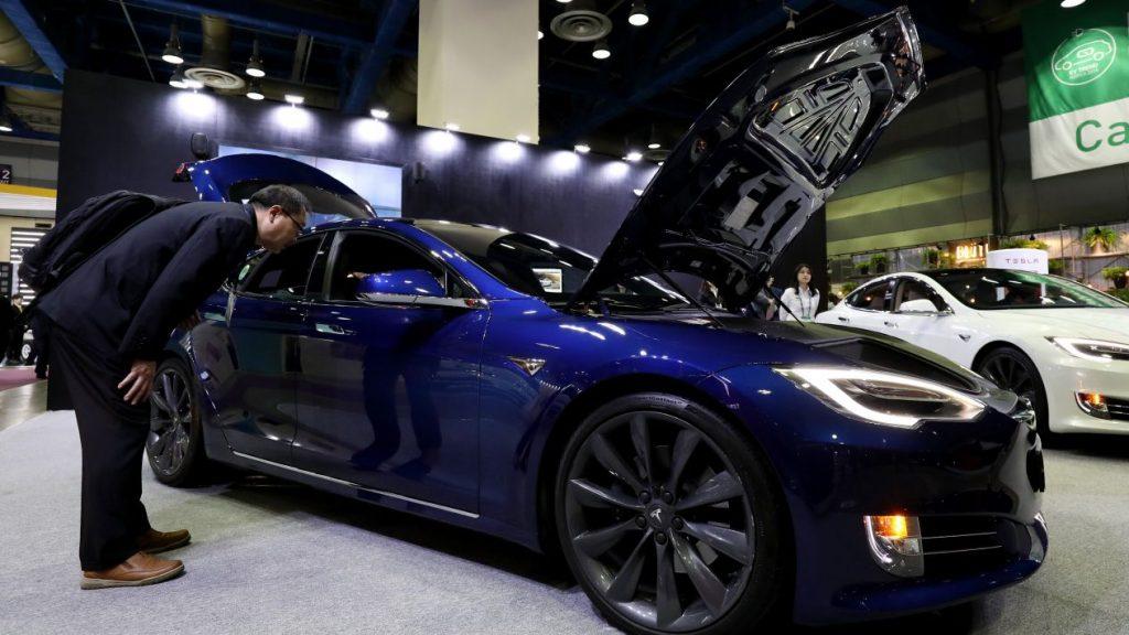 Elon Musk quiere añadir sonidos de flatulencias y caballos a los Tesla
