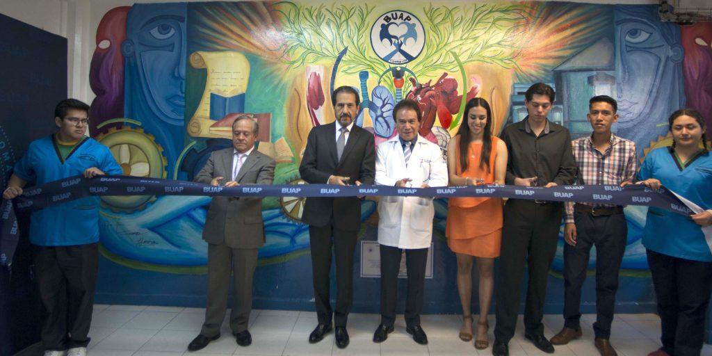 """Inauguran mural """"Continuum""""  por el XVIII aniversario de Fisioterapia BUAP"""