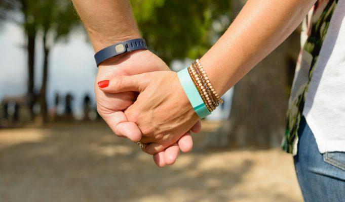 Mujer descubre que su novio la engaña gracias a su pulsera FitBit