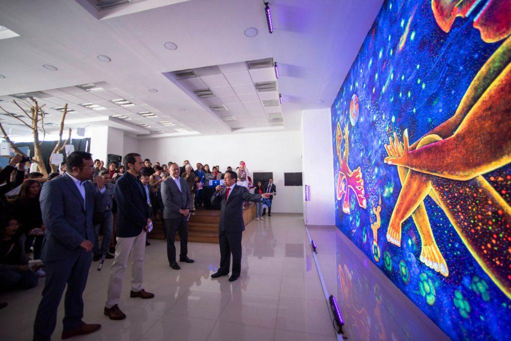 Inaugura Rector de la BUAP mural en reconocimiento a estudiantes de pueblos originarios