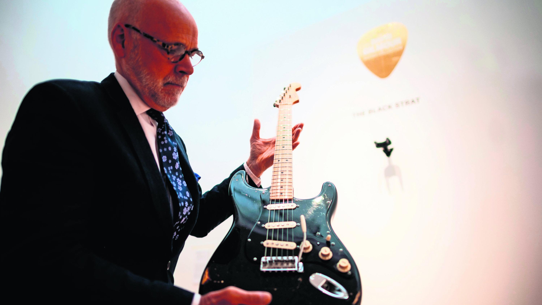 David Guilmour de Pink Floyd subastó sus guitarras para ayudar al planeta